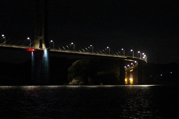 夜の呼子大橋